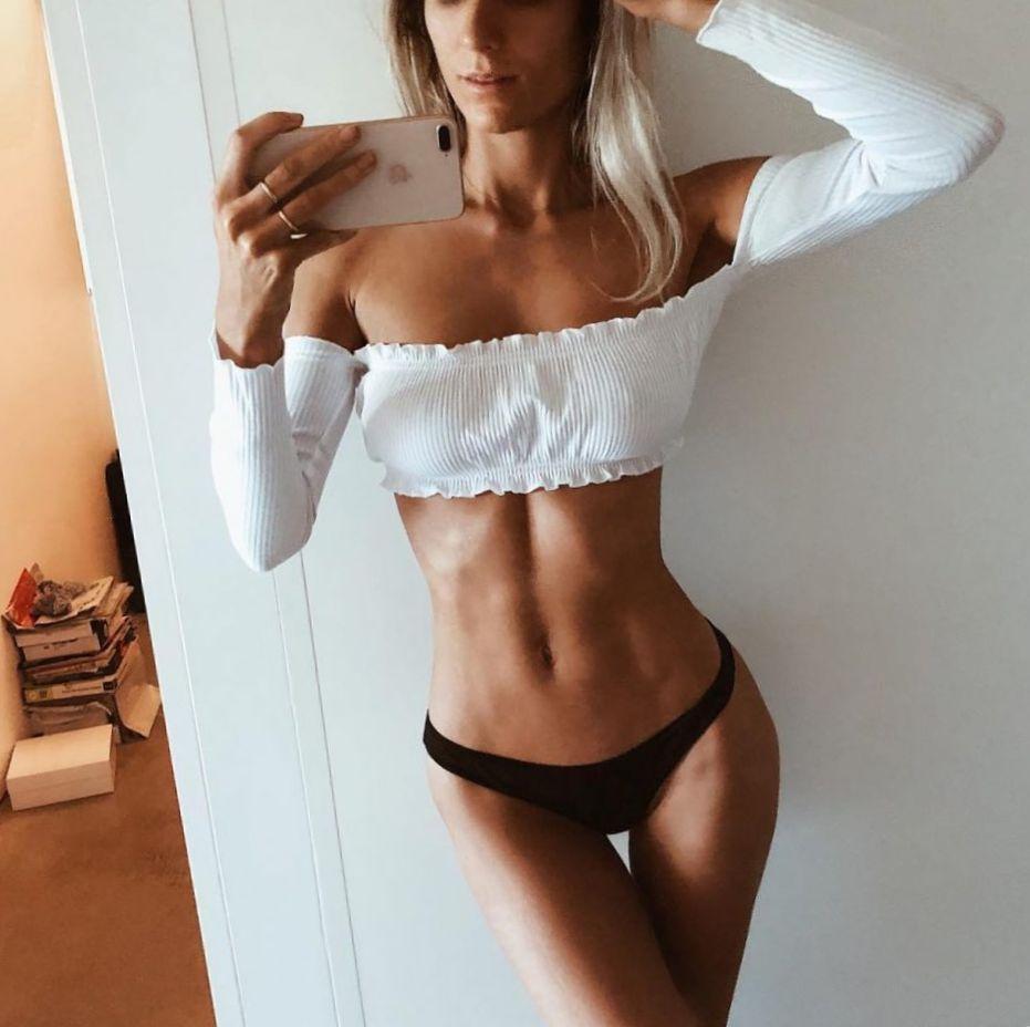 селфи девушки в нижнем белье