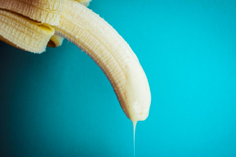 сливки текут с банана