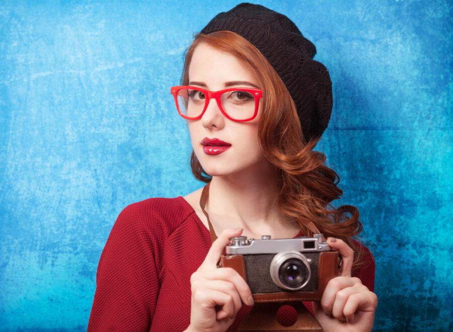 девушка с фотокамерой