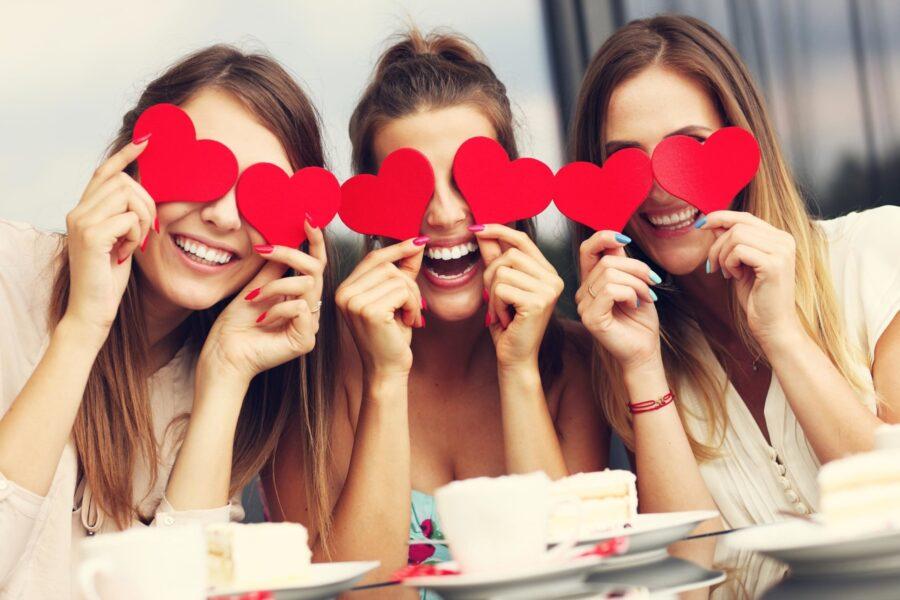 девушки влюблены