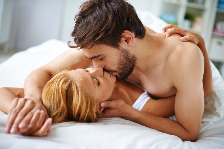 поцелуй в постели