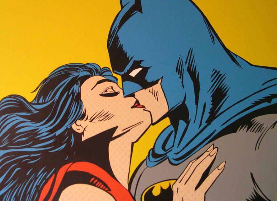 супергерои целуются