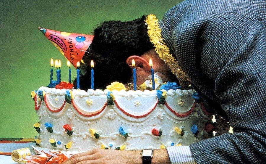 парень лицом в торте