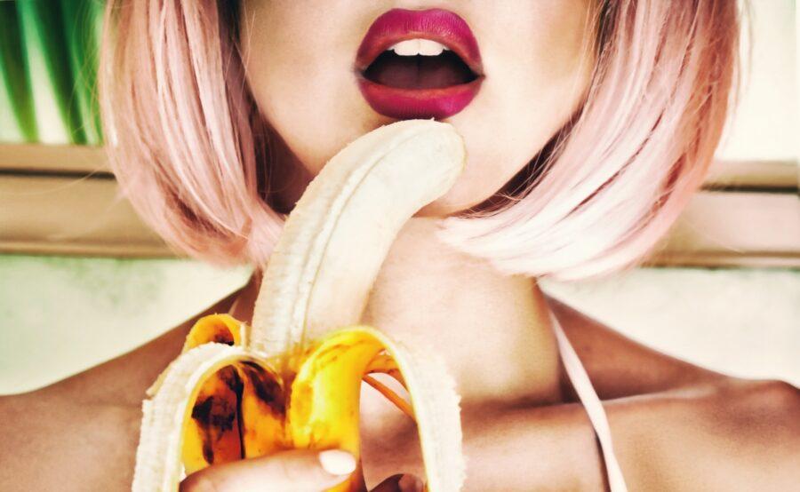 банан у губ