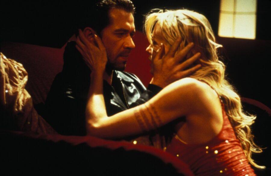 Танцы в Голубой Игуане (США, 2000).