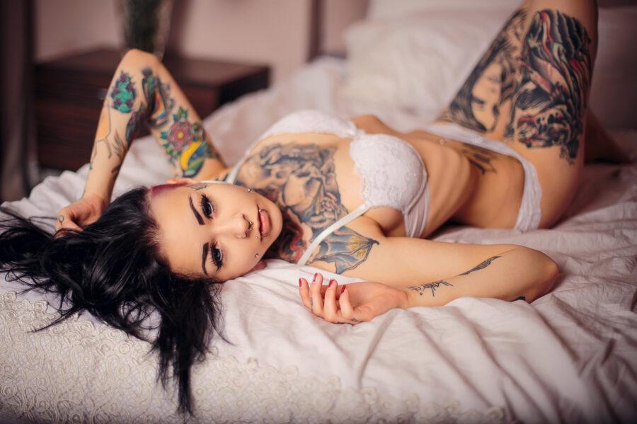 сексуальная девушка в постели