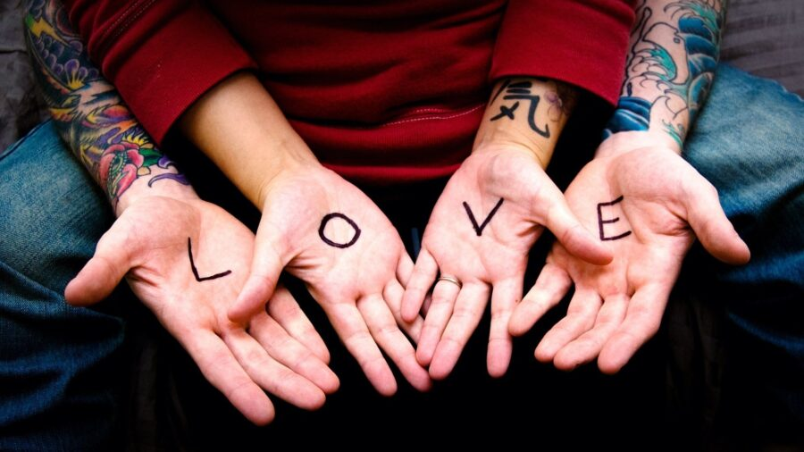 любовь написанная на руках