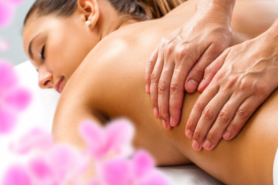 массаж спины девушке