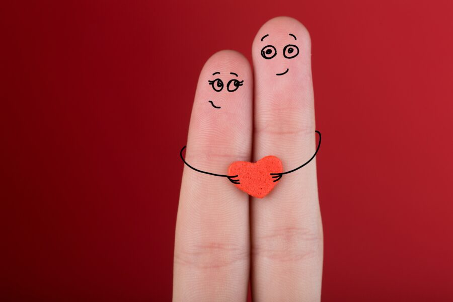 пальчики с лицами и сердечком