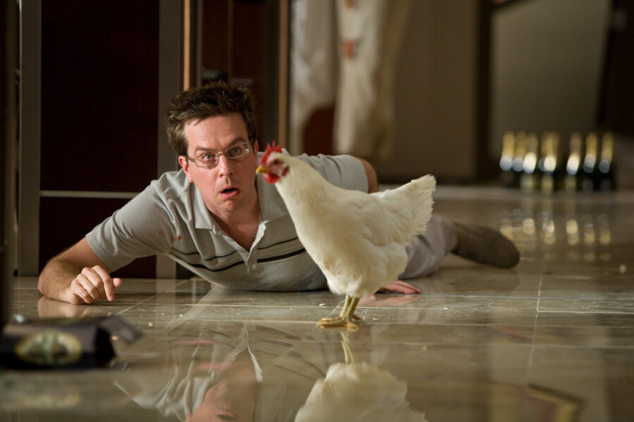 парень с курицей удивился