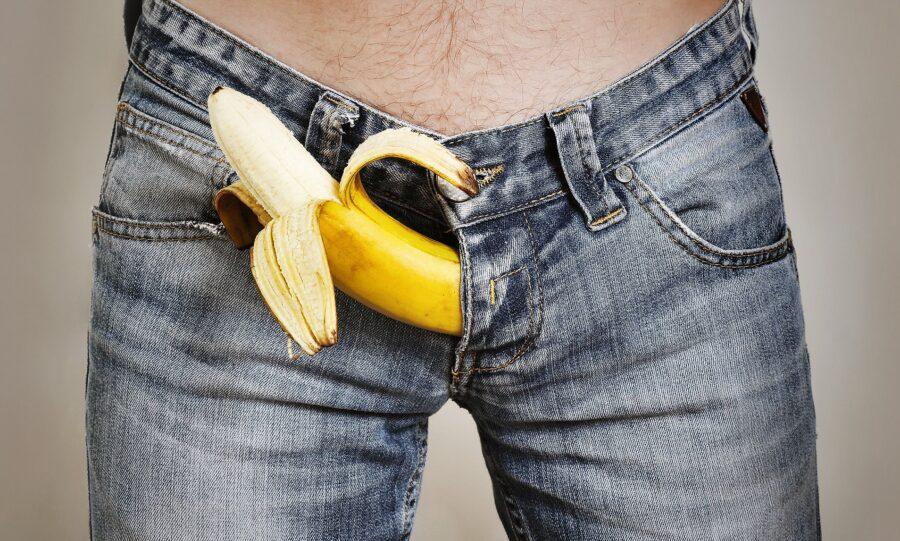 банан в джинсах
