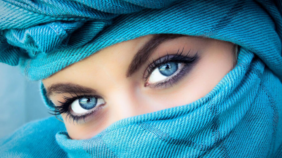красивые глаза у девушки