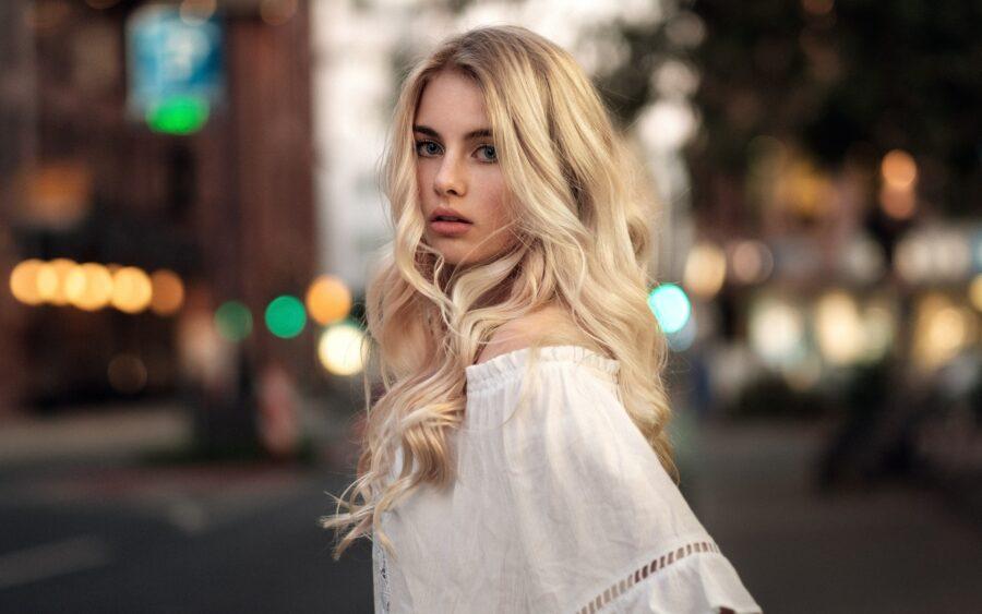 загадочная блондинка