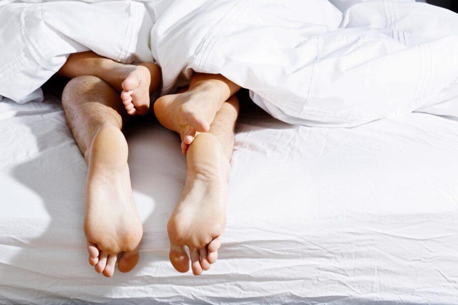 пара утром в постели