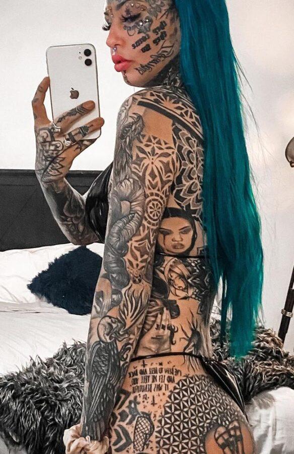 девушка с тату по всему телу