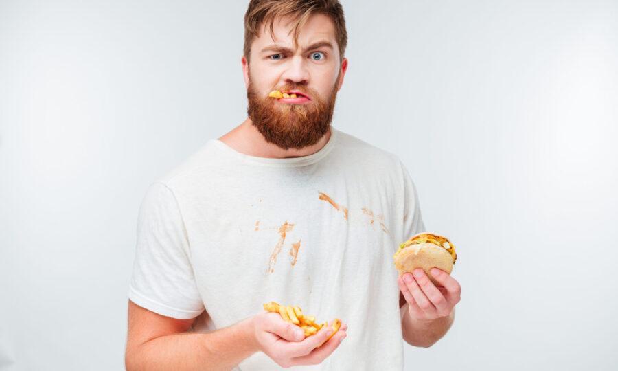 бородатый мужчина с бургерами