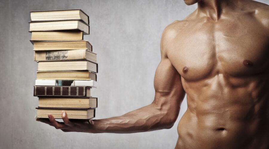 парень с книгами