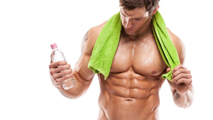 спортивный парень с полотенцем