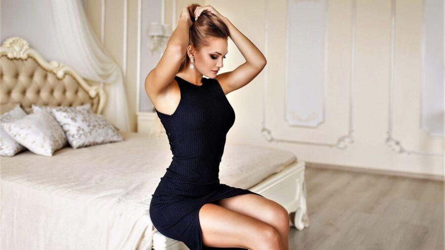 элегантная девушка в платье