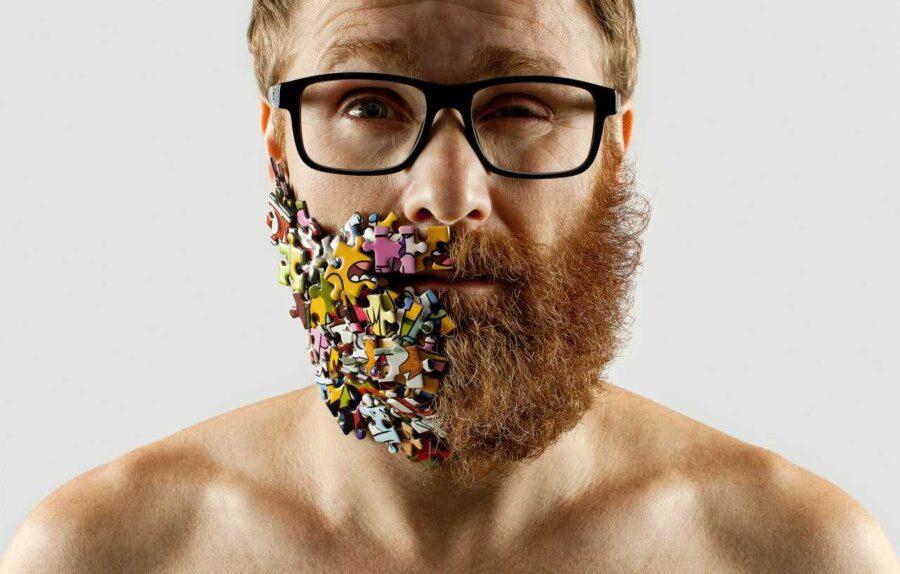 парень с пазлом на бороде