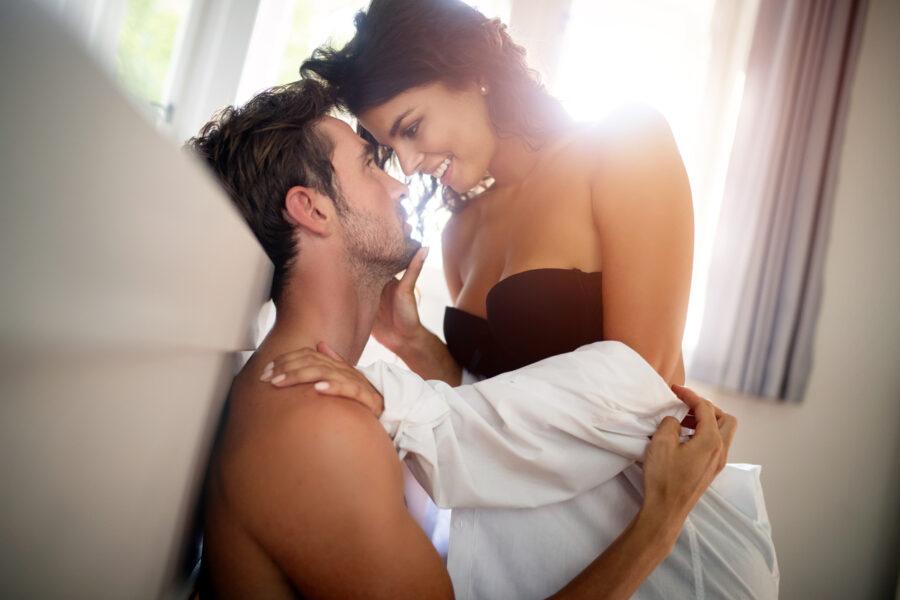 нежная пара в постели
