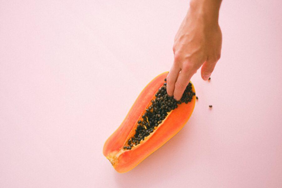 пальцы в папайе
