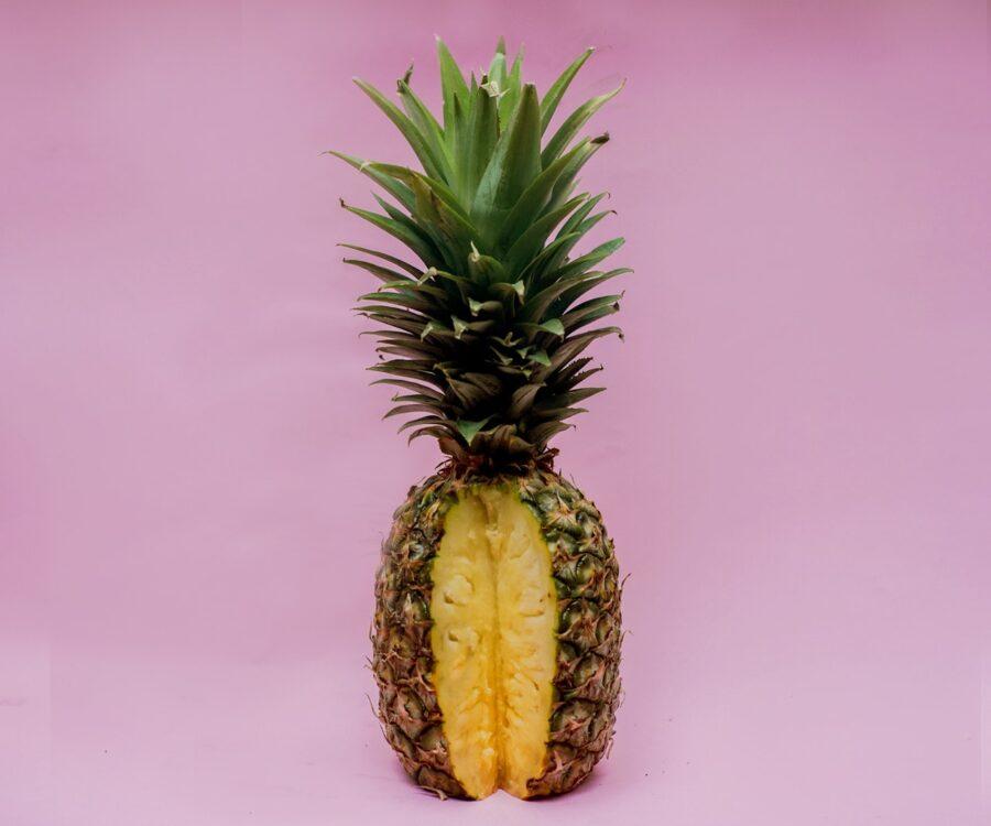 надрезанный ананас