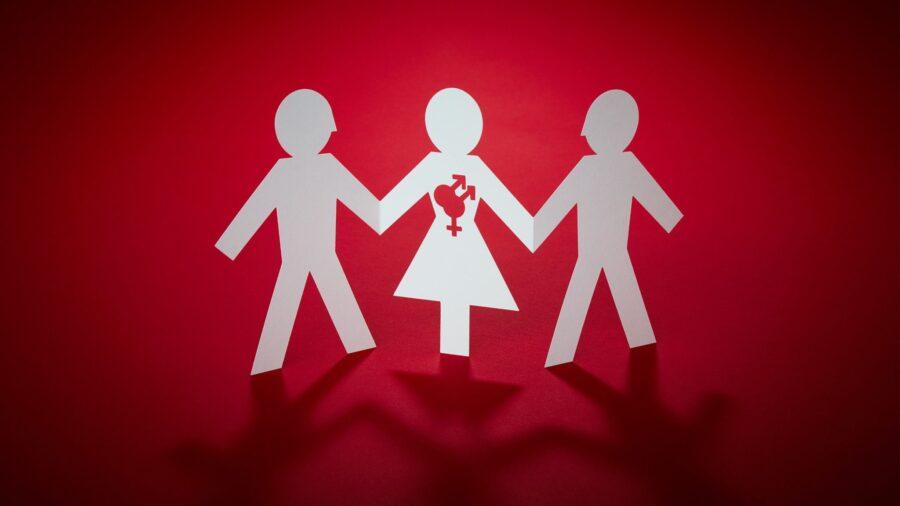 три бумажных человечка вместе