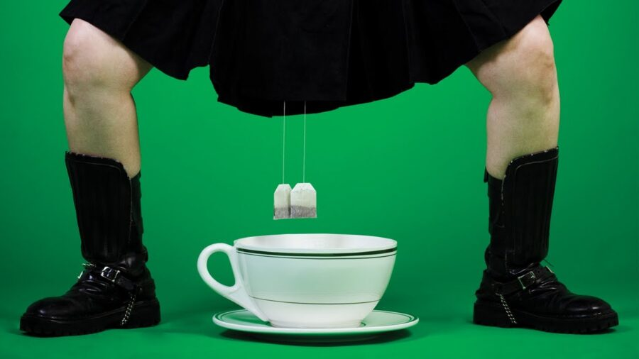 чайные пакетики и чашка