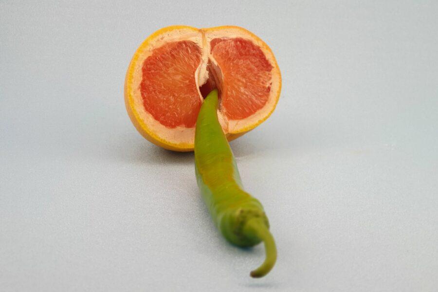перец в половинке апельсина
