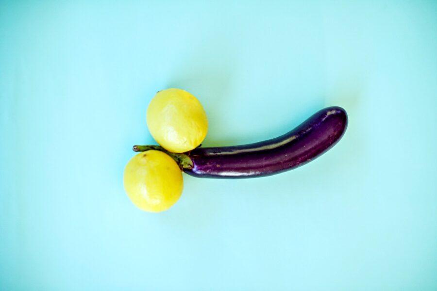 баклажан между лимонами