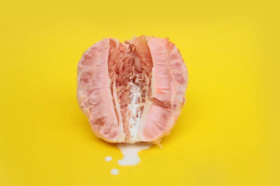 половинка грейпфрута и сливки