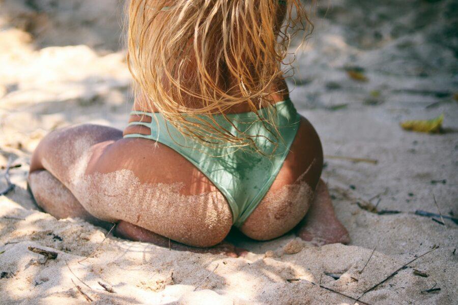 красивая попа на пляже