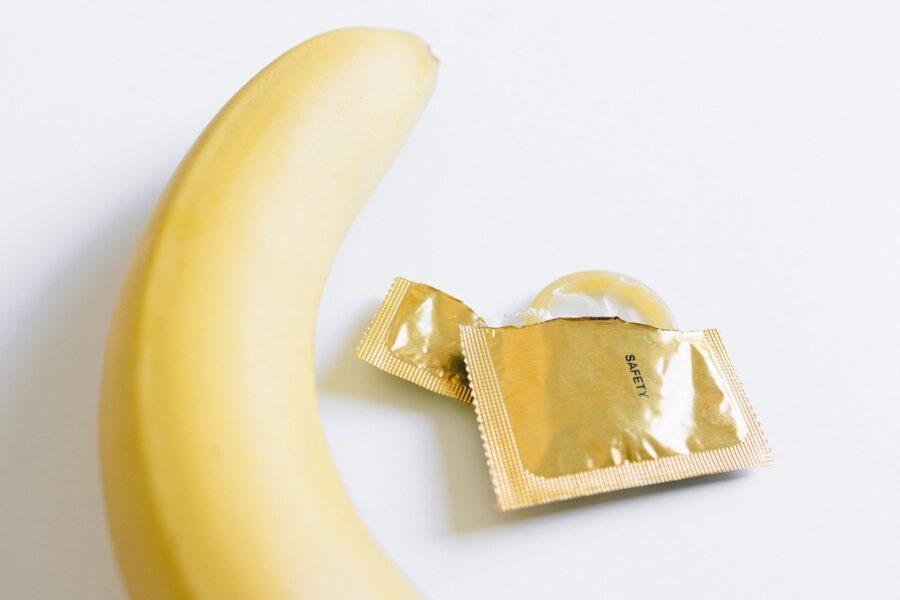 банан и презерватив