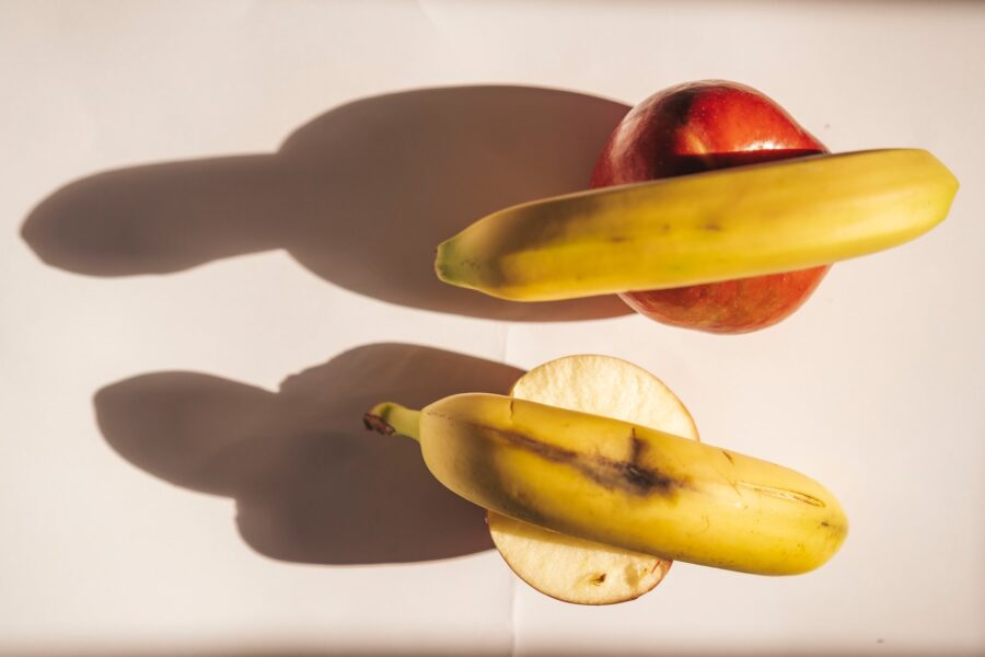 бананы на яблоках