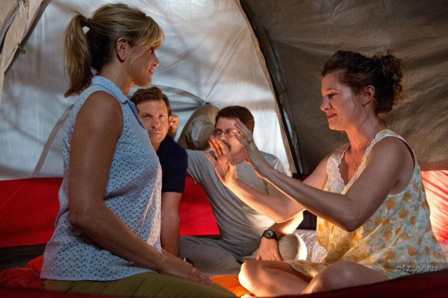 две пары в палатке