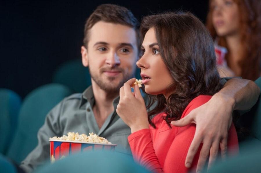 свидание в кинотеатре