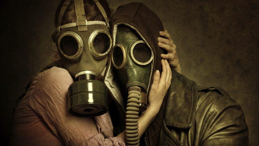 парень и девушка в масках