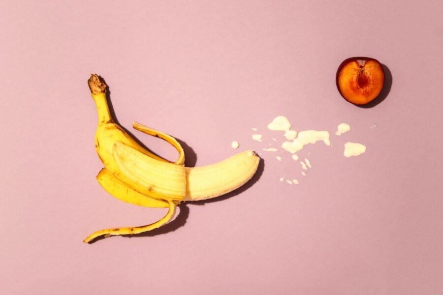 банан со сгущенкой и персик