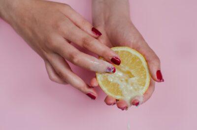 Мочеиспускание во время секса: как справиться с неловкой проблемой