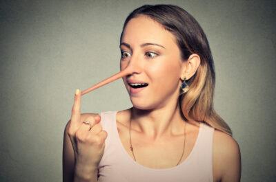 Почему люди врут в отношениях и что с этим делать?