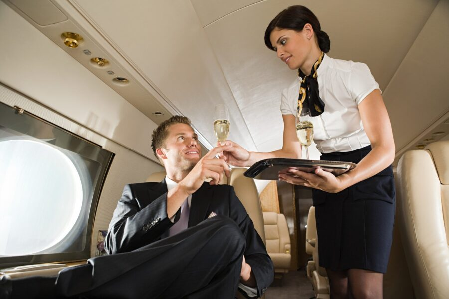 мужчина и стюардесса