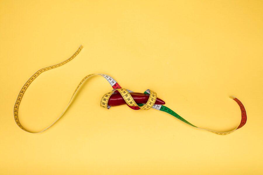 сантиметровая лента на перце
