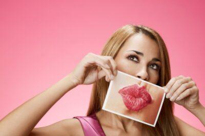 девушка с фото больших губ