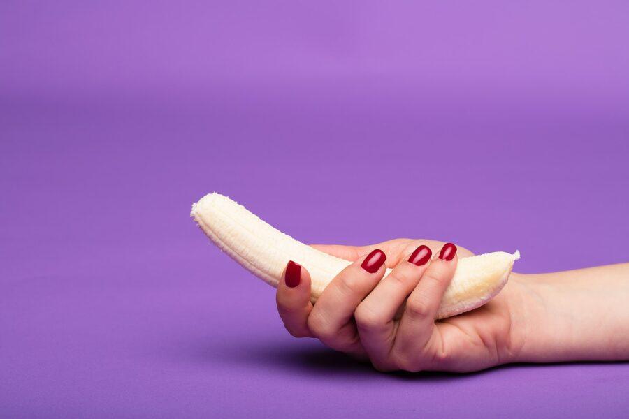 банан с руке