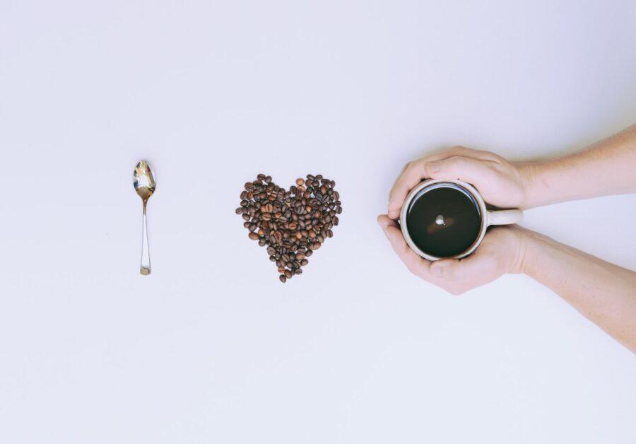 ложка, сердечко и кофе