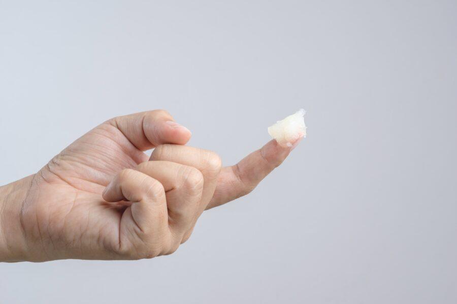смазка на пальце